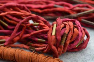 Seide-verschiedene-Rottöne